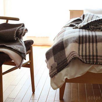 ボリュームのあるブランケットタイプのダブルサイズ。いつもの布団の上からかけたり、敷布団として使うのも◎ECOLA製品を使うようになってから、ストーブなどをつけなくても眠れるようになったいう声も多いようです。真の暖かさを求めたい人におすすめです。