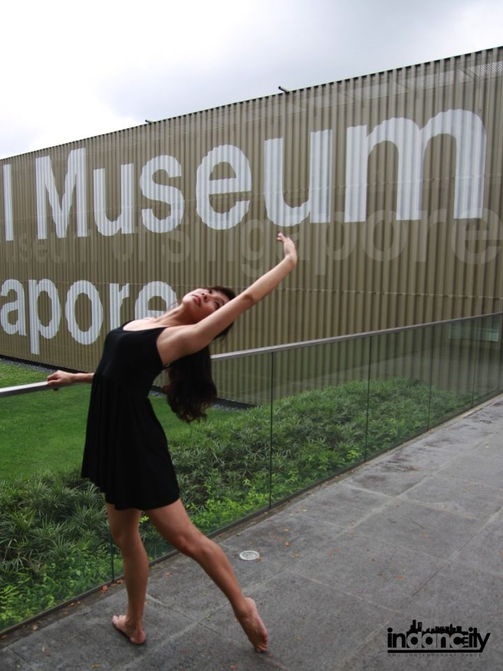 Stretch out your potential! #Indancity #contemporary #barre #modern #dance #museum #railings