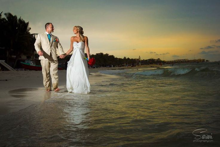 Sarani photo captures beautiful sunset moment with bride and groom on the beach at Playacar Palace Mexico