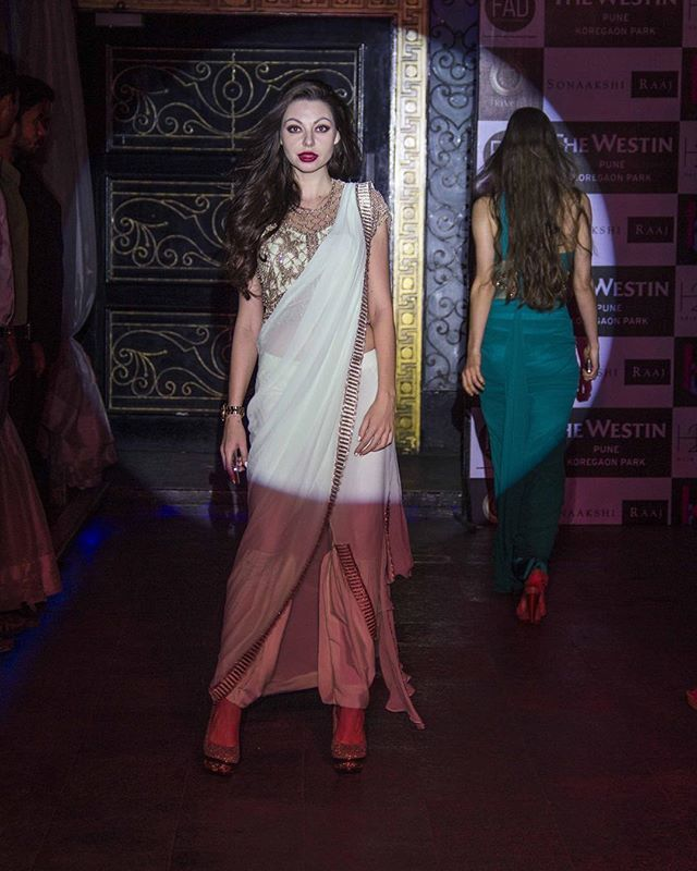 WEBSTA @ sonaakshiraajofficial - Wishing everyone a glittering Monday!🎉 At FAD Fashion Fridays at Kue Bar, Westin Pune Koregaon Park with leading designers