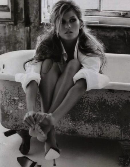 .: Messy Hair, White Shirts, Bathtubs, Beautiful, Men Shirts, Gisele Bundchen, Photography, Black, Bath Time