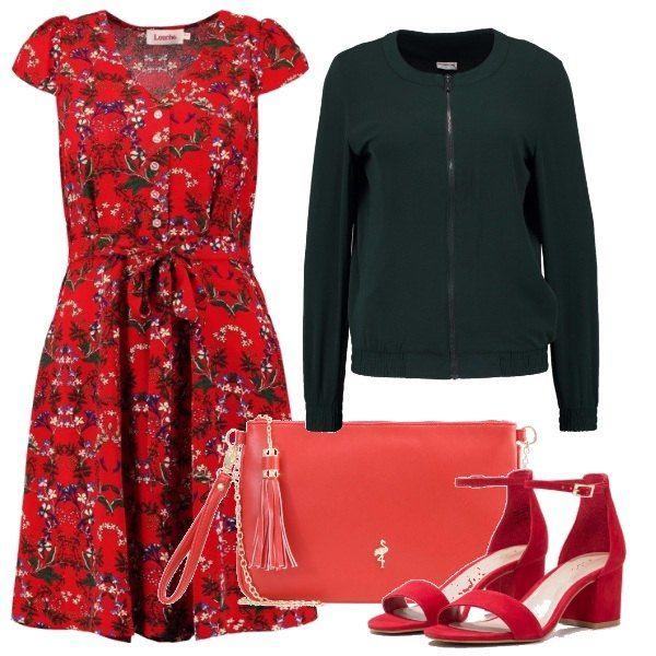 Dopo la discussione tutti al party, col vestitino rosso con tanti fiorellini, il bomber verde scuro, i sandali rossi dal tacco grosso e la pochette con la catena.