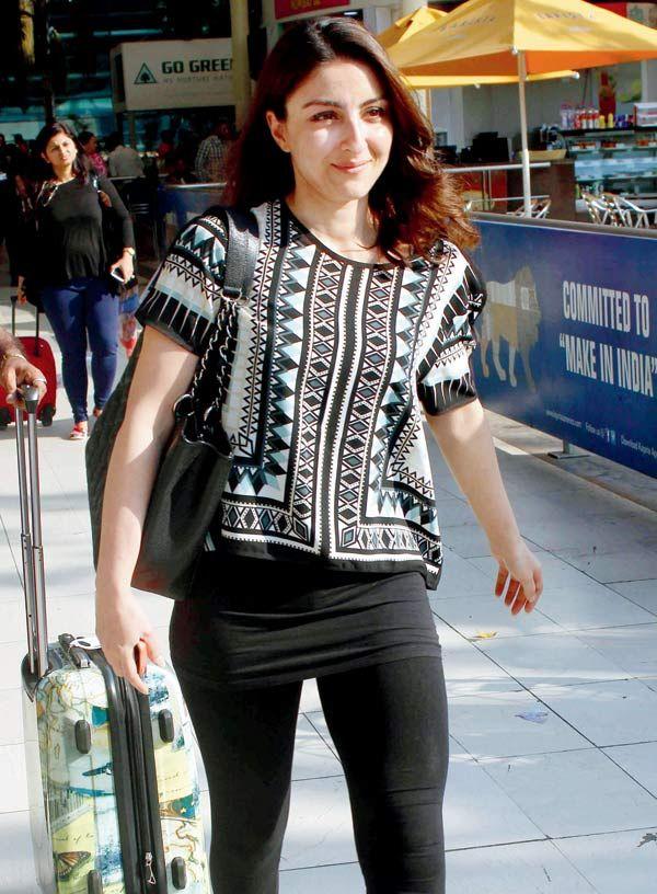 Soha Ali Khan at Mumbai airport. #Bollywood #Fashion #Style #Beauty #Hot #Leggings
