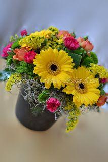 Anamaria Grama - design floral: Aranjament floral cu minigerbera galbene, minigerbera portocalii, minigerbera roz, solidago, santini, trandafirasi portocalii, garofite roz.