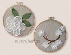 Cuadros/bastidores con flores de encaje en relieve. Camelia y rama de cerezo