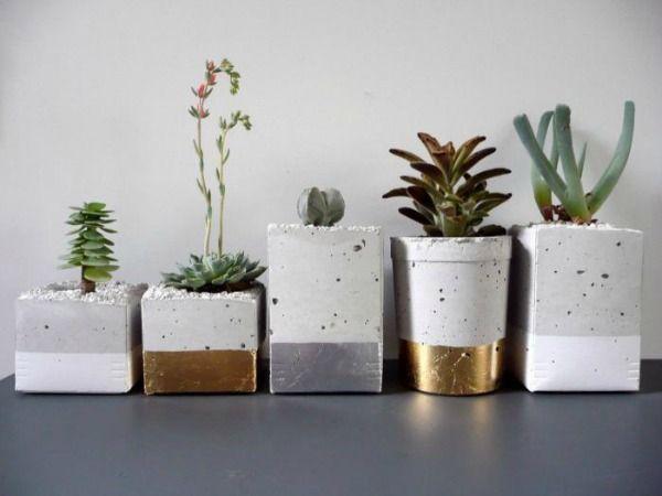 Met cement of beton mix en een mal kun je de leukste dingen maken; van waxinehouders tot plantenpotten. Creatieve ideeën met beton.