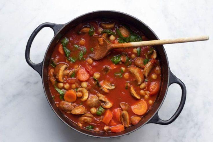 Winterse tomaten stoofpot met kikkererwten