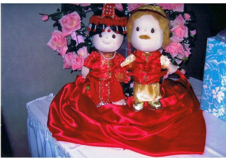 Wedding gift for my niece ,a pair of dolls in Traditional Chinese Wedding gown