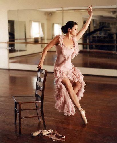 バレエが得意なネーブ・キャンベルが美しい。