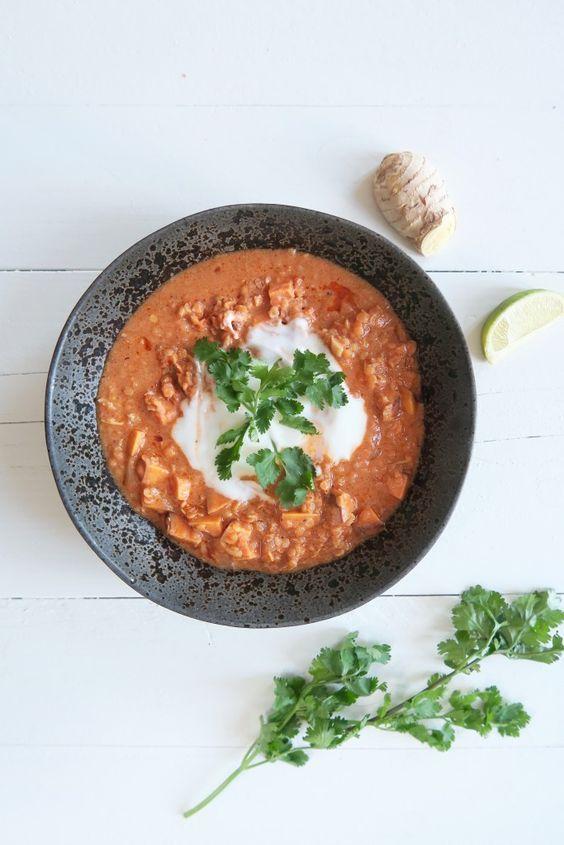 Vegetarische curry met rode linzen en zoete aardappel