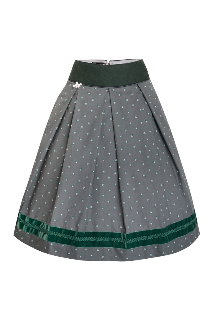 AlpenHerz Trachten Rock wird am besten kombiniert zu einem Trachten Blazer und Trachten Bluse. Traditioneller Schnitt und Muster sind perfekt für einen eleganten uns stilsicheren Look. https://www.alpenherz.de/shop/damen/roecke/