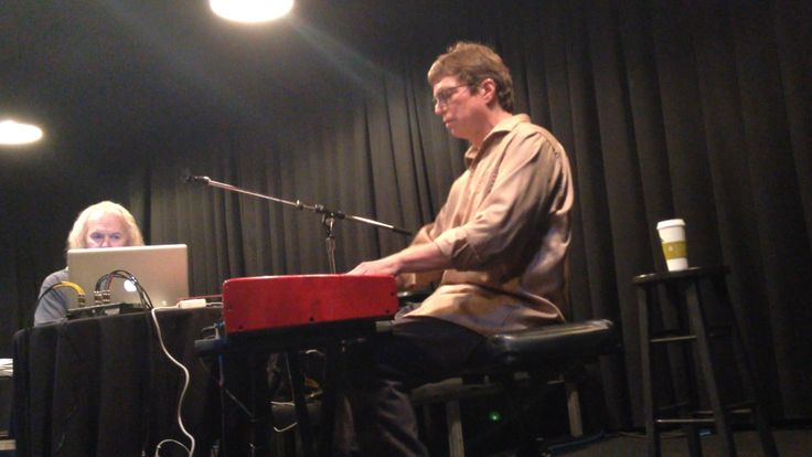 www.inthestudiowithmj.com Brad Buxer takes to the keyboard before answering questions about songs like In The Back, Stranger In Moscow, Morphine, and more.  #inthestudiowithmj #bradx2 #michaeljackson