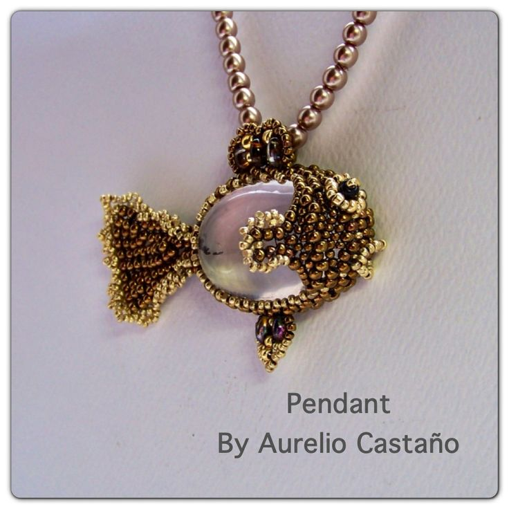 Pendant by Aurelio Castaño.  I must try this with a nice beach stone...