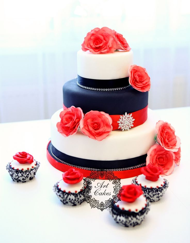 red and black wedding cake with roses and cupcakes/ cerveno cierna torta s ruzami a cupcakes