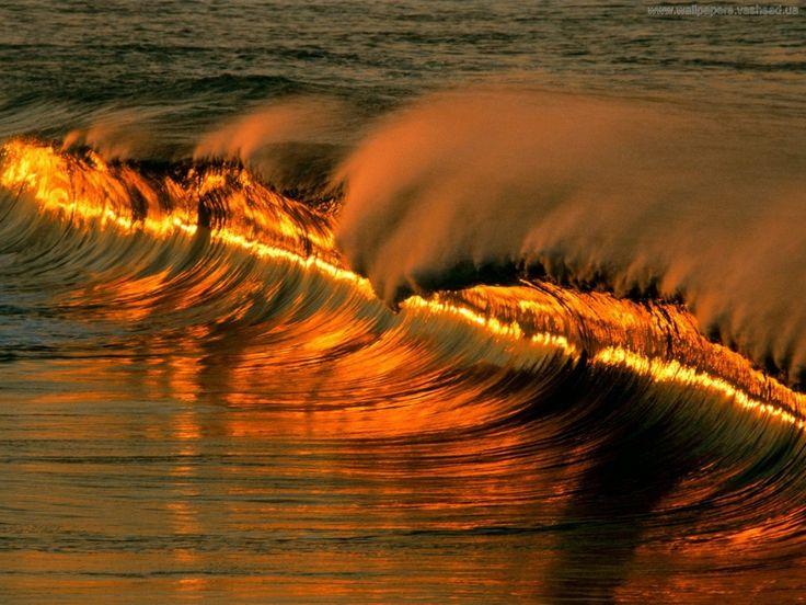 обои на рабочий стол - Морские волны: http://wallpapic.ru/nature/sea-waves/wallpaper-3023
