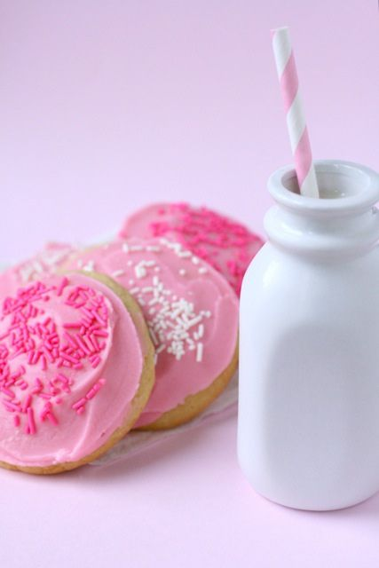 frosted sugar cookies 1 by annieseats, via Flickr: Sweet, Food, Sugar Cookies Recipe, Frosted Sugar Cookies, Sugar Cookie Recipes, Pink, Soft Sugar Cookies, Soft Frosted, Dessert
