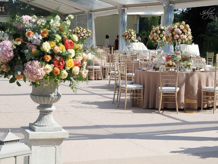 decor nunta | aranjamente florale | organizare si decor by Idyllic Events | Palatul Mogosoaia #wedding #romania #florist #eventplanning #eventdesign