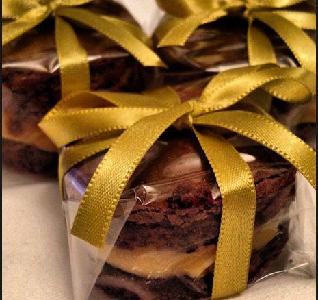 Bem Casados de chocolate com duplo recheio de doce de leite
