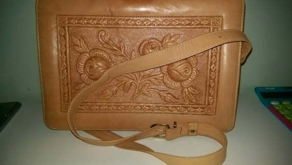 Check out this item in my Etsy shop https://www.etsy.com/uk/listing/518120581/big-tooled-leather-handbag-in-nice-light