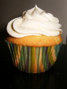 a cupcake with gin in it? first had at The Shady Lady Saloon? yes please!: Linen Cupcakes, Cupcake Villains, Gin Cupcake, White Linens, Dessert