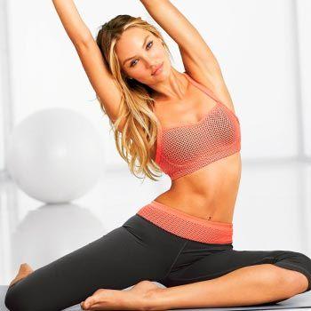 Йога для начинающих дома — описание асан, правила тренировок.Вмдео.Одним из прекрасных примеров самостоятельного тренинга является йога для начинающих дома. Простые асаны можно выполнять самостоятельно. Пример урока, видео.