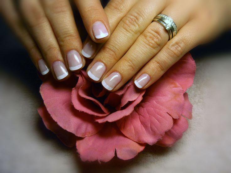 Francouzská manikúra pečená na růži :)