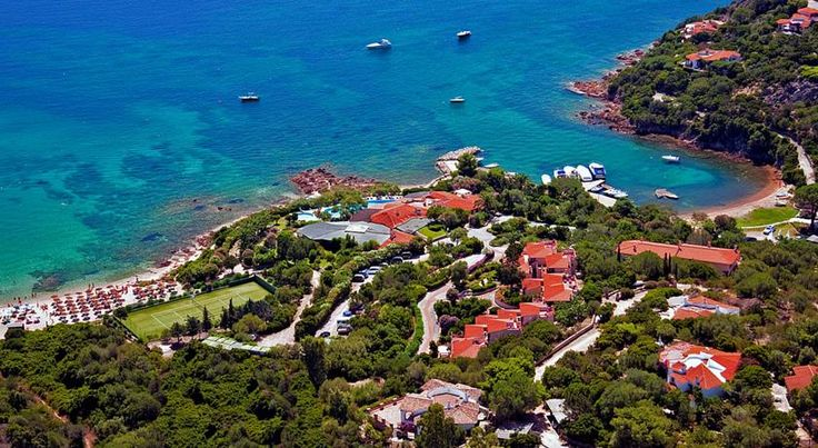 Hotel Don Diego Porto San Paolo Surrounded by 60,000 m² of green valley, Hotel Don Diego is a 4-star hotel set directly on the coast of Sardinia, just 12 km south of Olbia Airport.