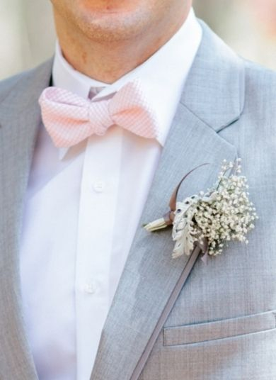 Adorable seersucker bowtie | Photo by: Pasha Belman on Southern Weddings #pinkbowtie