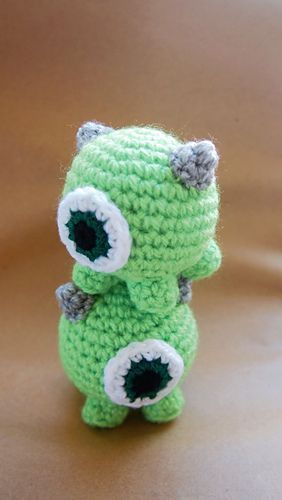 Ravelry: Mike Wazowski Tsum Tsum pattern by Sol de Noche deco crochet. Have fun crocheting this little funny creature from Monsters, Inc.