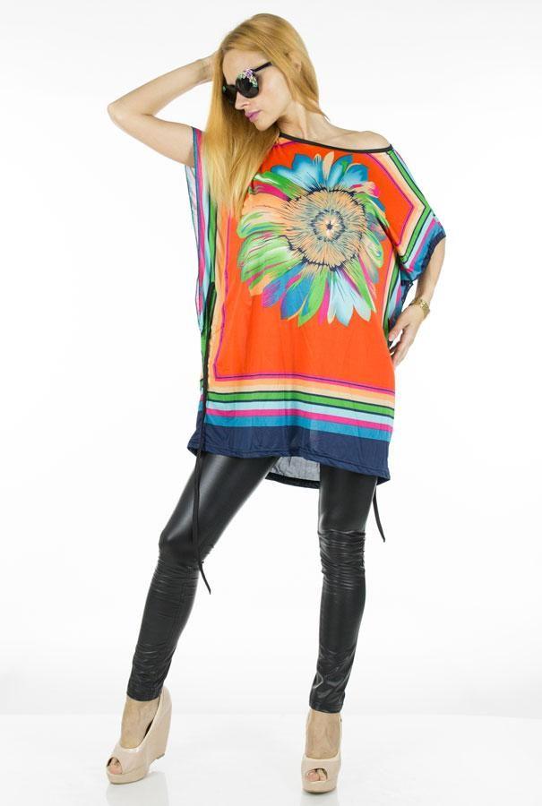 Bluza Dama Colorful Daisy  -Bluza dama casual-elegant  -Model lejer usor vaporos, ce se aseaza  frumos pe corp  -Detaliu cordon detasabil in talie  -Design imprimeu floral interesant si indraznet