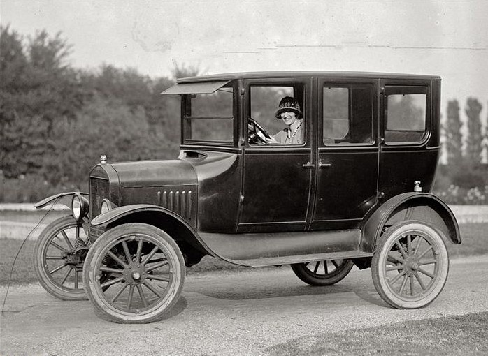Cars Were Very Por In The 1920s Ford Innovated Production Of Carany People Drove A Back Then Old Rides Past