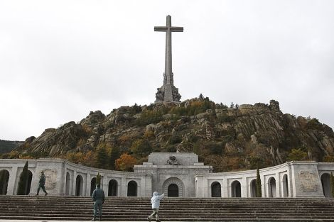 Valle de los Caidos, simbolo del Franquismo, todavía en el siglo XXI. San Lorenzo del Escorial, Madrid (Spain)