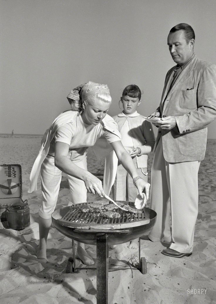 \u0026quot;Actress Lana Turner, daughter Cheryl Crane and husband Henry J. Bob Topping grilling hamburgers at beach.\u0026quot; Carefree cookouts ,, a family ritual!