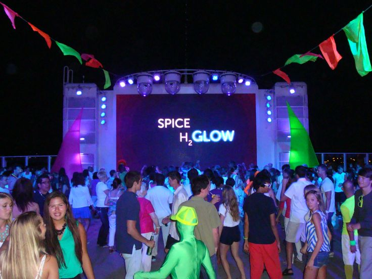 H2 Glow Party Onboard The Ncl Breakaway Gripp S Travels