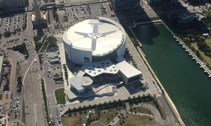 American Airlines Arena en el Downtown de Miami desde el aire.