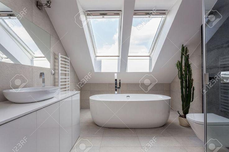 Plus de 1000 id es propos de salle de bain sur pinterest for Salle bain mansardee