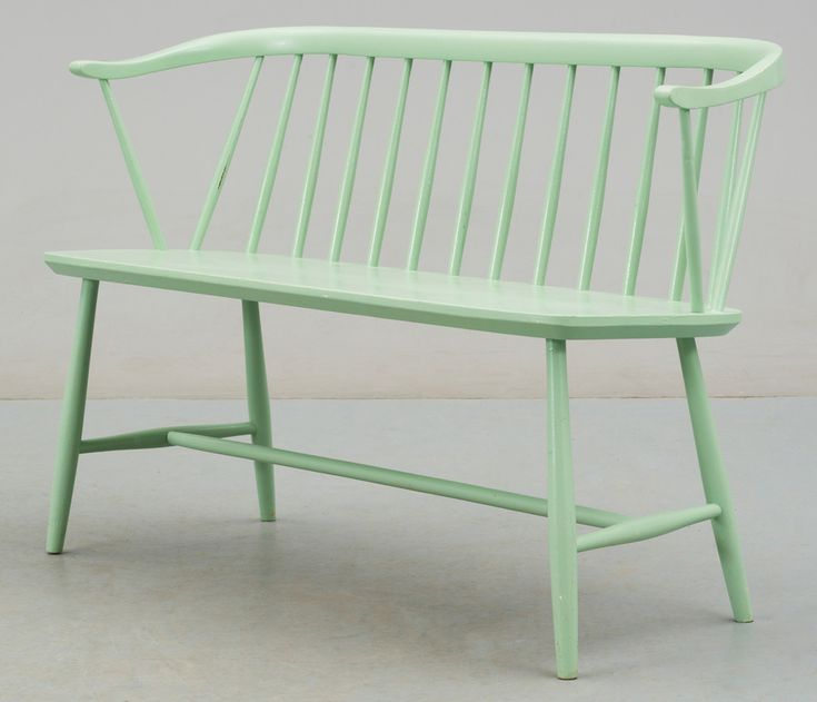 Med denna mintgröna färg ska jag pimpa min gamla kökssoffa!