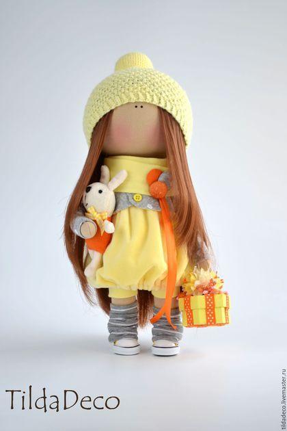 Купить или заказать Интерьерная текстильная кукла-девочка Sunny в интернет-магазине на Ярмарке Мастеров. Яркая, солнечная девочка была сделана на заказ. Теплый желтый цвет доминирующий в цветовой гамме, а небольшие акценты серого и оранжевого привносят традиционные акценты осени в образ игрушки. Куколка может стать хорошим другом для вашего ребенка или уютным украшением вашего дома, кафе или магазинчика! Пошита игрушка из качественных европейский материалов, гипоаллергенный наполнитель.