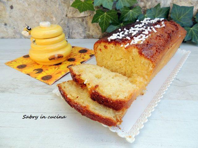Plumcake allo yogurt e miele, ricetta senza bilancia, plumcake sette vasetti facile e molto genuino, senza burro, con olio di oliva. Sabry in cucina blog