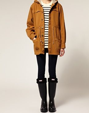 Mustard Parka, with over-sized striped top and Black Hunter Wellingtons find more women fashion ideas on www.misspool.com