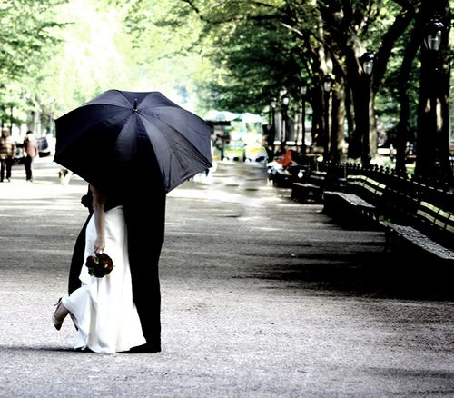 wedding pictures in the rain