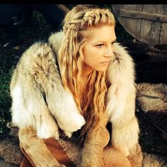 Lagertha's Hair: I love the badass look of this hairstyle. Her ...