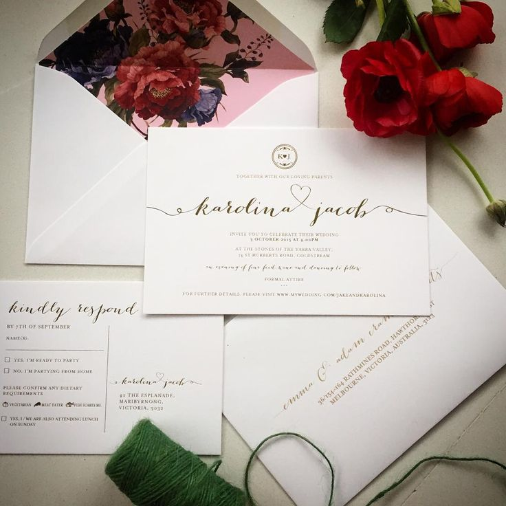 A stunning set with a popping floral liner.  #fentonink #letterpress #letterpresslove #weddinginspiration #floraldesign #weddingstationery #invitations #floral #love #igdaily