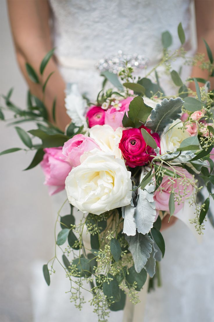 Gorgeous rustic bouquet | Photography: Jenny Moloney Photography - jennymoloney.com/  Read More: http://www.stylemepretty.com/2015/03/13/why-booking-like-minded-photographers-and-videographers-matters/