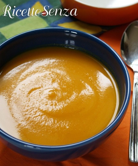 Vellutata di zucca allo zenzero senza latticini www.ricettesenza.it