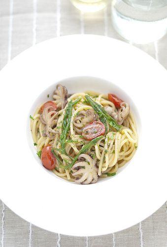 spaghettoni con moscardini, salicornia e pomodorino