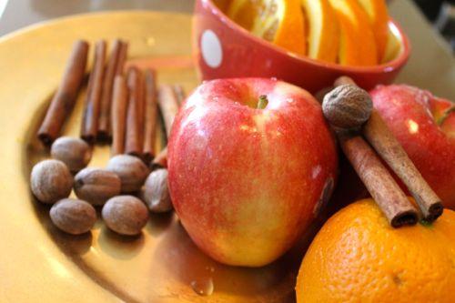Cinnamon, nutmeg and cloves potpourri
