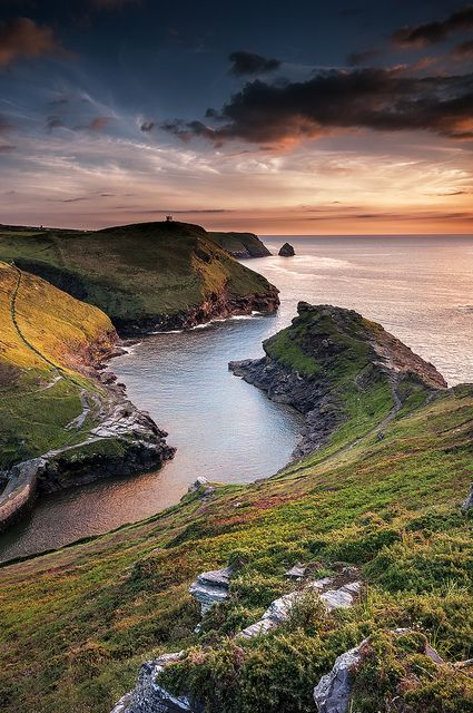 Wonderful place, Boscastle, Cornwall, England  I would feeli like I was in my favorite books here :)