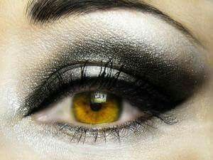 Grey eye make-up