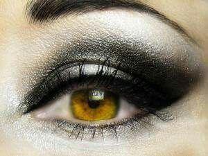 Grey eye make-up